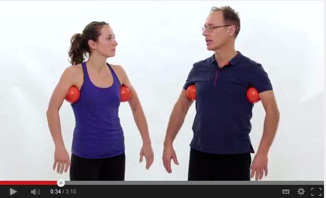 Entspanne Schultern, Nacken und aktiviere deine Wirbelsäule ...